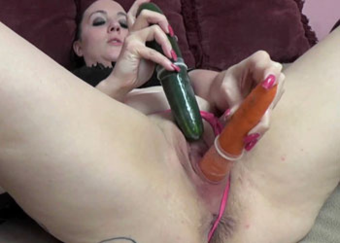Selena sky is masturbating with her pink toy